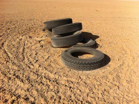 Pneus sur le sable