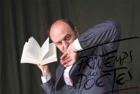 Jet de livre par Jacques Bonnaffé