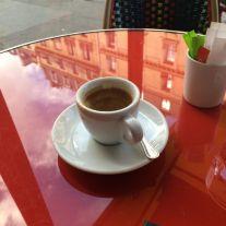 Tasse de thé sur une table