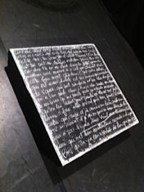 Tableau noir blanchi d'écritures