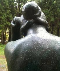Nuque de femme au chignon – bronze